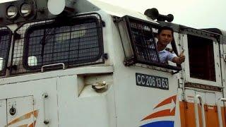 getlinkyoutube.com-Kereta Api Angkutan Barang dan Jempol dari Masinis Muda