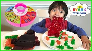 getlinkyoutube.com-GIANT GUMMY CANDY MAKER! DIY gummy bear, Gummies worm! Kids Candy Review