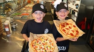 getlinkyoutube.com-KIDS TAKE OVER PIZZA STORE!!!