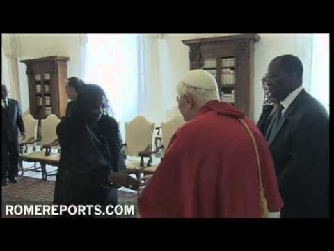 Pope welcomes Alassane Ouattara  Ivory Coast President gives Pope an ivory chess set