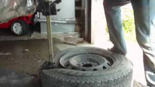 getlinkyoutube.com-Completely Removing Tire Off Rim In 3.5 Minutes