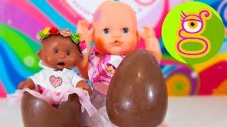 getlinkyoutube.com-La bebé Luci abre huevos sorpresa de chocolate con Martina -Capítulo #14-Nenuco juguetes en español