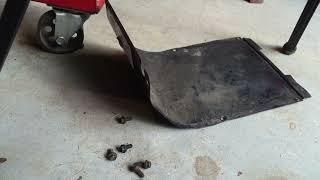 getlinkyoutube.com-Snow blower belt replacement Troy built 10hp