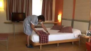 getlinkyoutube.com-Como hacer una Cama Hotel T3 Tirol Madrid. How to make a Bed