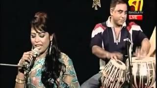 getlinkyoutube.com-Amar Bonduh Doyamoy | Radha Romon - Tania