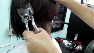 getlinkyoutube.com-Girl got manual clipper cut
