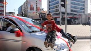 getlinkyoutube.com-Bahşiş isteyen çocuklar damatı bezdirdi.