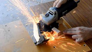 Angle grinder flat cut-off jig