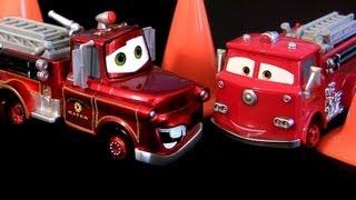 getlinkyoutube.com-Cars 2 Rescue Mater Chase Metallic Finish 2013 RED Wheel Well Motel Deluxe Mattel Disney Pixar