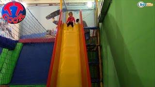 getlinkyoutube.com-Хелло Китти и Ярослава. Видео для детей. Прыгаем на батуте в Игровом Парке. Tiki Taki Cook