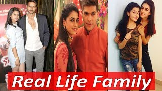 Real Life Family of Aisi Deewangi Dekhi Nahi Kahi Actors