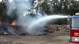 getlinkyoutube.com-Dead Hydrants And Faulty Equipment Hamper Firefighters At 4000 E 7th Ave In Gary Indiana