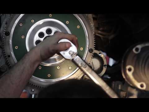 Замена маховика и сцепления на Skoda Octavia A5 FL
