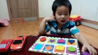 getlinkyoutube.com-Bé học tiếng anh với màu sắc, hình dạng, con số và chữ cái (Rhodi 30 months)