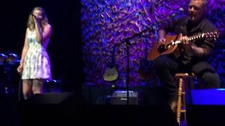getlinkyoutube.com-James Hetfield & his daughter Cali - Acoustic-4-A-Cure (San Francisco 2015) Front Row