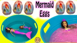 getlinkyoutube.com-Bath Bomb Fizzy Mermaid Surprise Eggs In Water with Barbie Dolls In Mini Pool