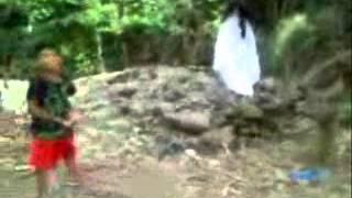 getlinkyoutube.com-penampakan kuntilanak saat anak anak bermain di kebun