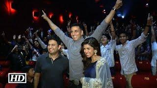 Akshay Kumar Surprises His Fans During Airlift Screening