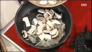 getlinkyoutube.com-최고의 요리 비결 - 정신우의 버섯크림파스타와 캔참치드레싱샐러드_#002