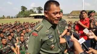 getlinkyoutube.com-(23/9/14)Pasca penembakan anggota TNI, Kasad motivasi Prajurit YONIF 134/TS DI BATAM