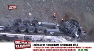 Erzincan'da TIR Şarampole Devrildi: 1 Ölü