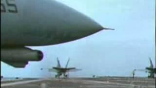 getlinkyoutube.com-سقوط حربية طائرة من حاملة طائرات