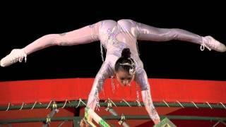 getlinkyoutube.com-超美人天空椅子のバランス技(長崎ランタンフェスティバル)