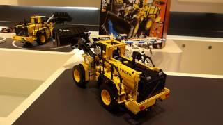 getlinkyoutube.com-Spielwarenmesse 2014: LEGO® Technic Volvo Buldozer (42030)