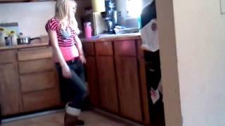getlinkyoutube.com-Caught my sister dancing LMAO!