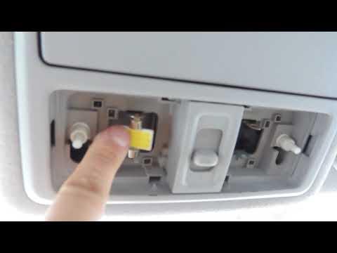Замена лампы в плафоне авто