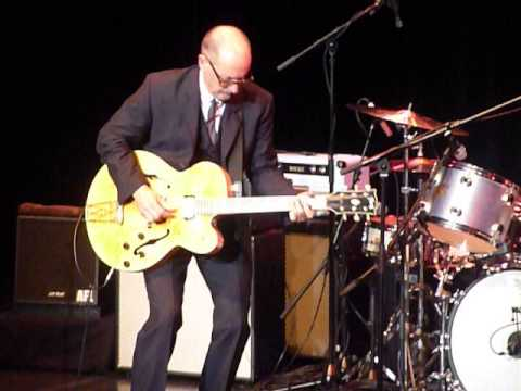 Andy Fairweather Low   Atkinson Southport   7th Dec 2013 012