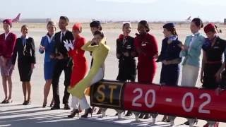 getlinkyoutube.com-Behind the scenes: SkyTeam's Mojave desert photo shoot