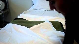 getlinkyoutube.com-Confección de camas Enfermería