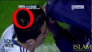 Subhanallah ada tulisan lafadz ALLOH di kepalanya Cristian Ronaldo Lafadz Allah Terpancar Jelas di Atas Kepala Seorang C. Ronaldo, apakah ini memang pertanda yang bagus bagi C. Ronaldo shingga dia bisa mengikuti jejek rekannya, Mesut Ozil.?