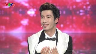 getlinkyoutube.com-Vietnam's Got Talent 2016 - TẬP 7 - Tiết mục ảo thuật mang cả trăn lên sân khấu - Cao Hoài Thương