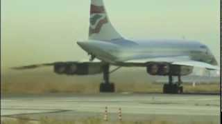 getlinkyoutube.com-Great view of Concorde & Twin Towers departing JFK