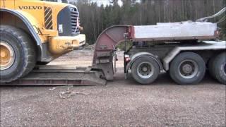 getlinkyoutube.com-Volvo FH16 520 8x4 & Volvo L220E