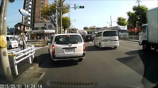 getlinkyoutube.com-【ドラレコ動画】 DQN軽自動車 どこから出てくんだ!!