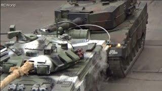 getlinkyoutube.com-T-90 vs. Leopard 2 Tank Panzer RC Big Scale Танк ♦ Erlebniswelt Modellbau Erfurt 2015 Modellbaumesse