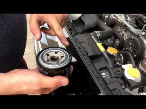 Subaru WRX меняем масло. Motul 5W30 EFE