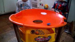 BEYBLADE BATTLE DOUBLE DECKER