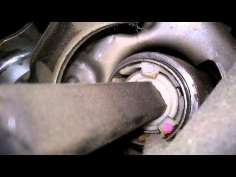Стук в рулевой колонки, из за пластиковой втулки toyota corolla ae104