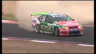 getlinkyoutube.com-เละเทะ! เมื่อการแข่งขันรถยนต์เกิดอุบัติเหตุรถชนกันระหว่างแข่ง