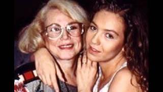 Thalia Y Su Mama - PIENSO EN TI