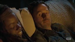 getlinkyoutube.com-The Walking Dead - Rick and Michonnekissing and sleeping together