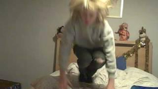getlinkyoutube.com-Girl falling off bed