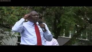 getlinkyoutube.com-Man Tries to Grab President Uhuru Leading to Serious Slap