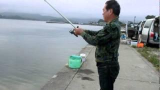 getlinkyoutube.com-アオリイカをヤエンで釣って刺身・塩焼きで食べます2011,05,21.mpg