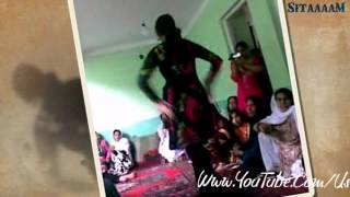 getlinkyoutube.com-Pashto Mast SonG By Nazia Iqbal With Nice Afghani Girl Dance.