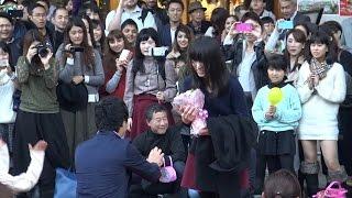 getlinkyoutube.com-【フラッシュモブ】 東京タワーで愛の告白!サプライズ プロポーズ Flashmob Surprise Proposal